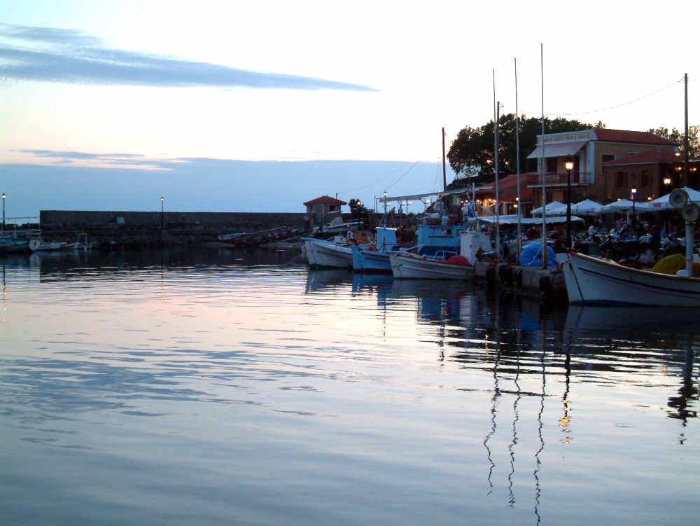 greece-lesbos-harbour-dusk