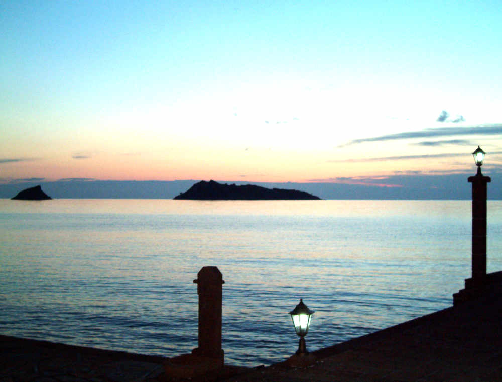 silohuettes-sunsets-greece-lesbos